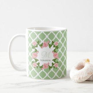 Caneca De Café Monograma do rosa do rosa de Quatrefoil do verde