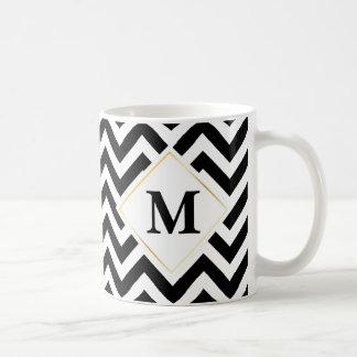 Caneca De Café Monograma preto e branco do ouro branco de Chevron