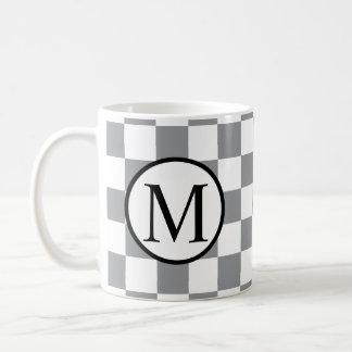 Caneca De Café Monograma simples com tabuleiro de damas cinzento