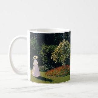 Caneca De Café Mulher em um jardim por Claude Monet