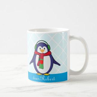 Caneca De Café Natal bonito do pinguim com seu nome