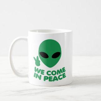 Caneca De Café Nós vimos na alienígena da paz