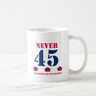"""Caneca De Café """"Nunca 45"""" Anti-Trunfo"""