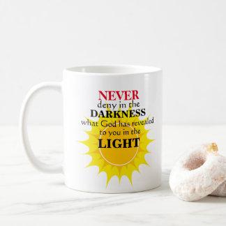 Caneca De Café Nunca negue na escuridão
