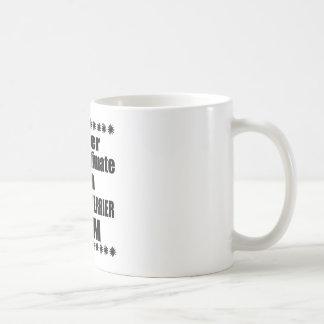 Caneca De Café Nunca subestime a mamã de LAKELAND TERRIER