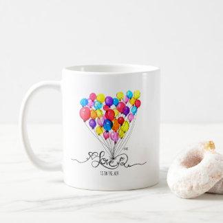 Caneca De Café O AMOR do BALÃO está no coração do ar |