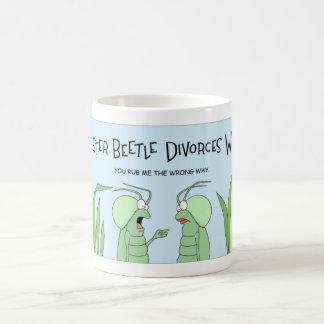 Caneca De Café O besouro obtem um divórcio