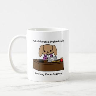 Caneca De Café O cão administrativo dos profissionais personaliza