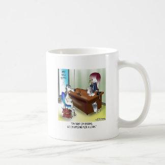 Caneca De Café O cão aplica-se para um empréstimo