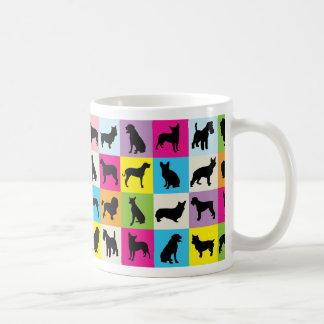 Caneca De Café O cão colorido mostra em silhueta retalhos