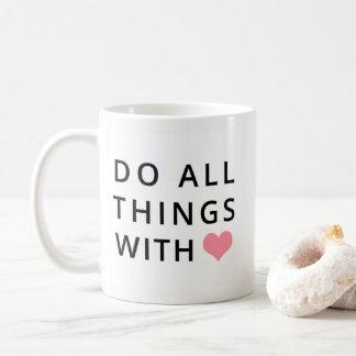 Caneca De Café O cristão agride   todas as coisas com amor