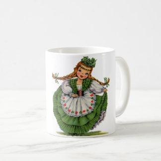 Caneca De Café O dançarino irlandês retro da boneca com dobras