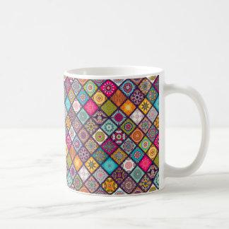 Caneca De Café O diamante colorido telhou o teste padrão floral