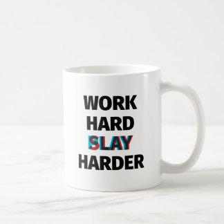 Caneca De Café O duro do trabalho massacra mais duramente