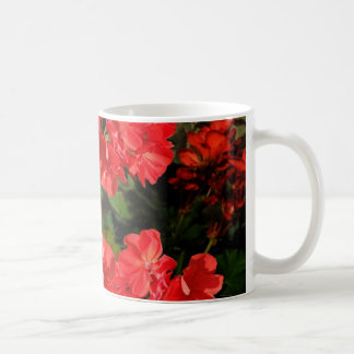 Caneca De Café O gerânio vermelho do estilo antigo floresce