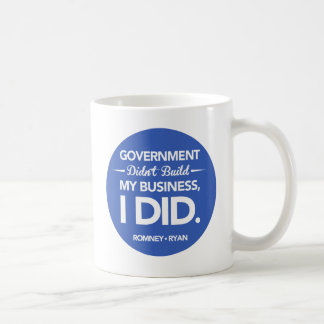 Caneca De Café O governo não construiu meu botão do negócio