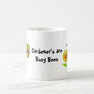 Caneca De Café O jardineiro é abelhas ocupadas