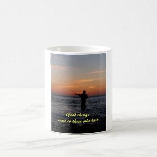 Caneca De Café o por do sol do homem da pesca, boas coisas vem