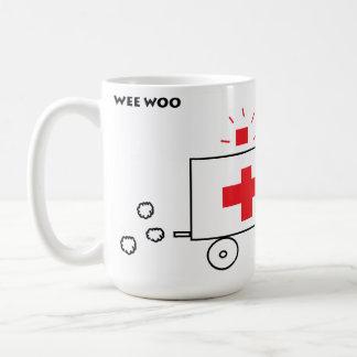 Caneca De Café O pouquinho corteja a ambulância