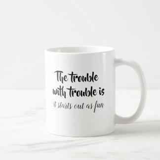Caneca De Café O problema com piada do problema cita o provérbio