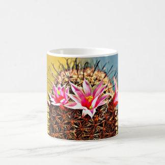 Caneca De Café O rosa floresce o copo de café do cacto do