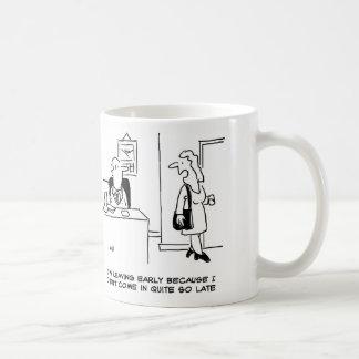 Caneca De Café O trabalhador de escritório explica porque está