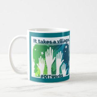 Caneca De Café OIT que alcança as mãos: 2 lados diferentes