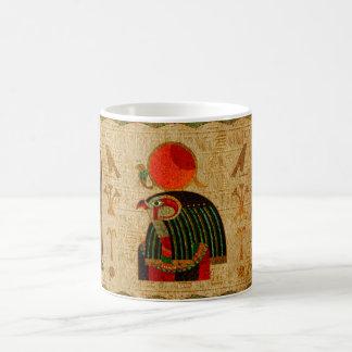 Caneca De Café Ornamento de Horus do egípcio no papiro