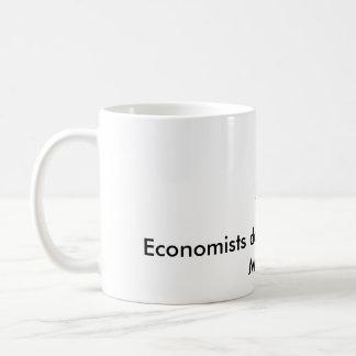 Caneca De Café Os economistas fazem tudo com modelos