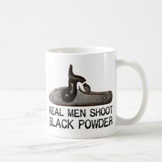 Caneca De Café Os homens reais disparam no pó preto, rifle do