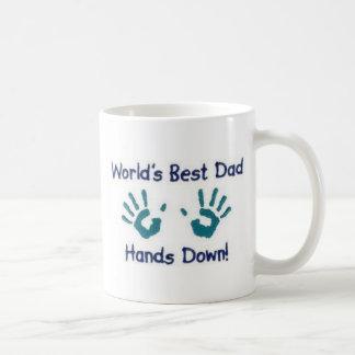 Caneca De Café Os mundos o melhor pai, mãos agridem para baixo