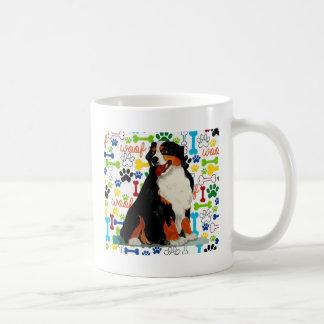 Caneca De Café Osso da pata do woof do cão de montanha de Bernese