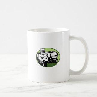 Caneca De Café Oval do caminhão de petroleiro do soldador do Tig