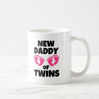 Caneca De Café Pai novo das meninas das filhas dos gêmeos