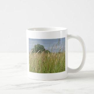 Caneca De Café Paisagem do verão do campo selvagem no campo
