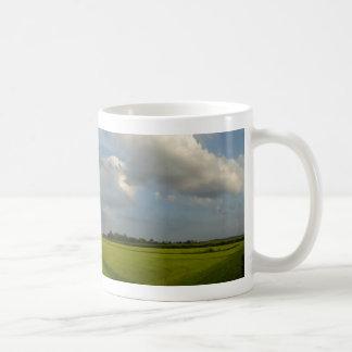 Caneca de café panorâmico da paisagem da pastagem