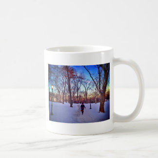 Caneca De Café Passeio sob um por do sol do inverno