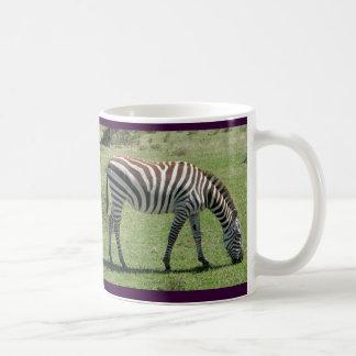 Caneca De Café Pastando a zebra que pasta a zebra