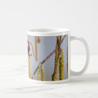 Caneca De Café Paz e amor europeus do pássaro do Goldfinch