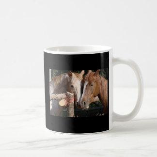 Caneca De Café Pegadas da licença dos cavalos em seu coração