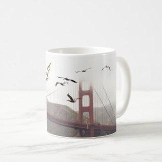 Caneca De Café Pelicanos sobre San Francisco