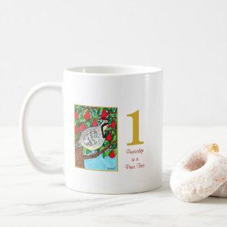 Caneca De Café Perdiz em um pássaro & em uma tipografia bonitos