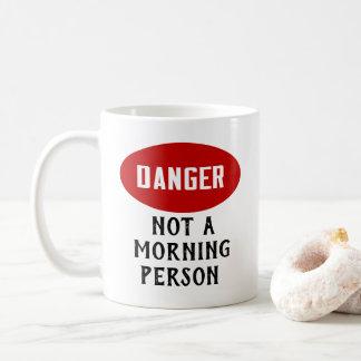 Caneca De Café Perigo engraçado não uma pessoa da manhã