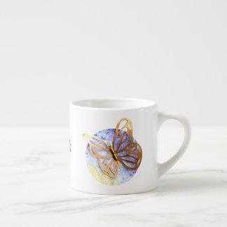 Caneca de café personalizada com borboleta do ouro