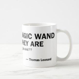 """Caneca de café - 'pessoas que esperam um mágico… """""""