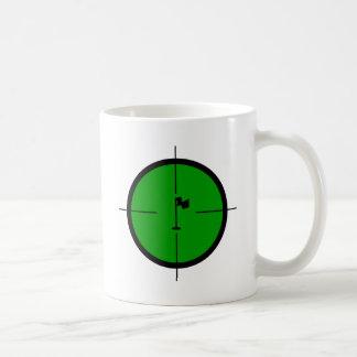 Caneca De Café Pin do golfe nos Crosshairs