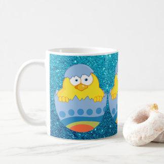 Caneca De Café Pintinho bonito que choca do ovo da páscoa