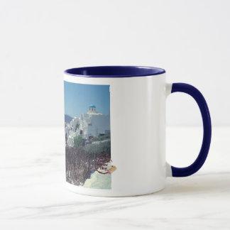 Caneca de café pitoresca de Santorini