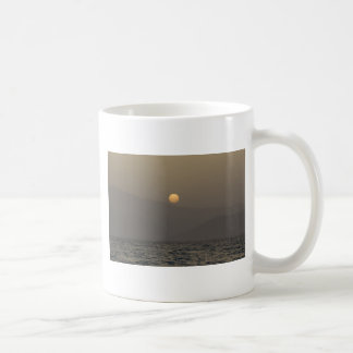 Caneca De Café Por do sol sobre montanhas da ilha de Paros