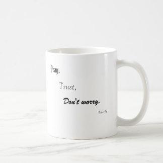 Caneca De Café Pray, a confiança, não se preocupe., o padre Pio